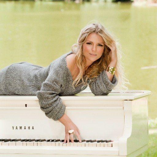 Jennifer Ewbank is te boeken in akoestische band of met DJ
